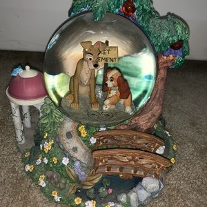 Lady and the tramp snow globe